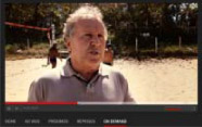 O candidato Zico tenta oficializar sua candidatura à presidência da Fifa.
